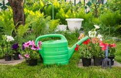 Travaillez dans le jardin comme festin pour l'âme images stock