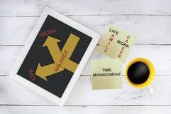 Travaillez l'idée de gestion du temps de concept et d'équilibre de la vie Images stock