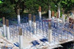 Travaillez la construction et l'échafaudage dans le bâtiment de lieu de travail de site Photographie stock
