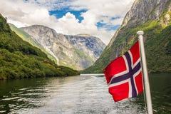 Traval på det stora kryssningskeppet från porten av Flam till Stavanger, i solig sommardag, Norge Arkivfoto