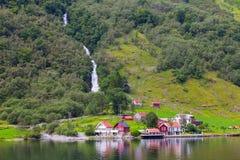 Traval på det stora kryssningskeppet från porten av Flam till Stavanger, i solig sommardag, Norge Arkivbilder