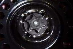 Travamento de parafuso da roda de reposição fotografia de stock