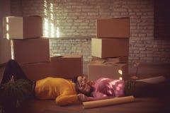 Travando uma ruptura ao mover a casa foto de stock