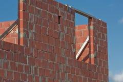 Travaux de brique à la maison de construction Image stock