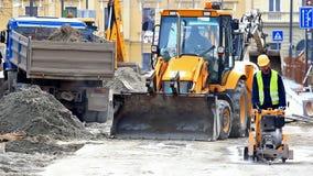 Travaux de construction dans la ville banque de vidéos