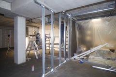 Travaux de construction dans le nouveau bâtiment Images libres de droits