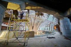 Travaux de construction sur le deuxième étage du nouveau terminal Image libre de droits