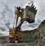 Travaux ou minerai d'excavatrice à l'extraction à ciel ouvert Photo libre de droits