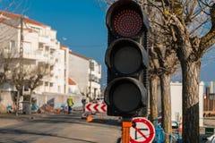 Travaux routiers rouges provisoires de feu de signalisation Photos libres de droits