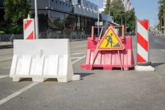 Travaux routiers sur une rue de ville Photographie stock