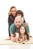 Travd familj arkivbild