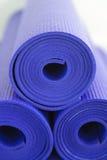 Travde yogaMats Royaltyfri Fotografi