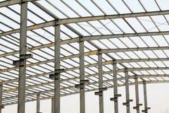 Trave di acciaio del tetto del gruppo di lavoro di produzione industriale Fotografia Stock Libera da Diritti
