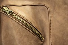 Trave no casaco de cabedal marrom Foto de Stock Royalty Free