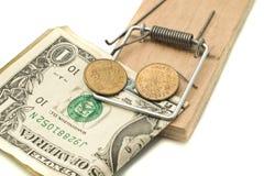 Trave-o - dinheiro no mousetrap Imagens de Stock
