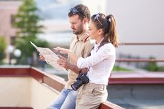 Travel Ideas and Concepts. Young Caucasian Couple Travelling Through City Royalty Free Stock Photos
