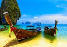 Travel landskap, stranden med blått bevattnar royaltyfria foton