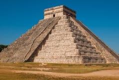 Anicent Maya mayan pyramid El Castillo Kukulkan in Chichen-Itza, Mexico. Travel Mexico background - Anicent Maya mayan pyramid El Castillo Kukulkan in Chichen stock images