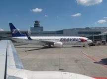 Travel Service Canaria Boeing 737-900 parkujący w Praga Obrazy Royalty Free