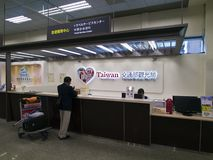Travel Service centrent dans l'aéroport de Taïpeh Songshan Images libres de droits