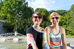 Travel two woman and sideseeing foutain with big smile Royalty Free Stock Photos