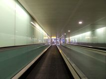Travelator à l'aéroport de Heathrow Photos stock
