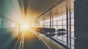 Travelator dans l'aéroport de Barcelone Images stock