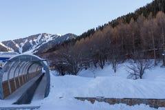 Travelator på skidasemesterorten Arkivbilder