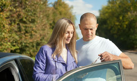 Traveler couple looking at the map. On the country road Royalty Free Stock Photography