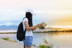 A  traveler girl in white shirt  looking at the  map  near the r Stock Images