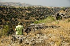Traveler overlooking wadi Royalty Free Stock Photography