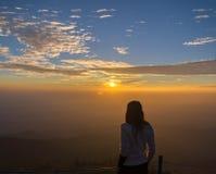 Traveler women see the mountain veiw Royalty Free Stock Photos