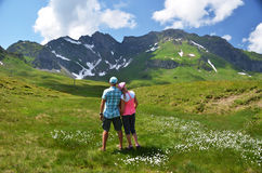 Travelers in an Alpine meadow Royalty Free Stock Photos