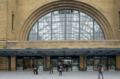 Travelers. At the victorian brick facade to King's Cross station, London Stock Photos