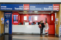 Travelex in Hong Kong Airport stock foto's