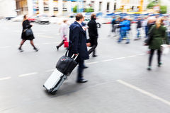 Traveling businessman crossing a street Royalty Free Stock Photography