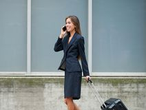Traveling businesswoman on mobile phone Royalty Free Stock Photos