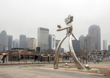 Free Traveling Man Stainless Steel Scupture, Deep Ellum, Dallas, Texas Stock Photo - 109632940