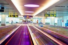 Travellators在机场 免版税库存图片