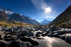 Traveller in the mountain in Mt. Cook Royalty Free Stock Photos
