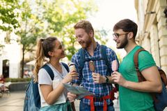 Travelling young people sightseeing. And eating ice creams Royalty Free Stock Photos