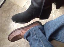 Traveltime an gesetzt den Schuhen und lässt gehen Stockfoto