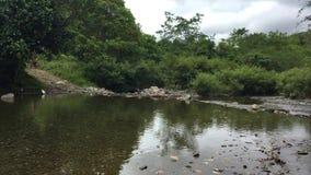 traversée de la rivière 13 clips vidéos