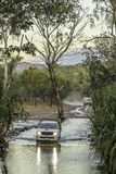 Traversée de la rivière 4WD Photos stock