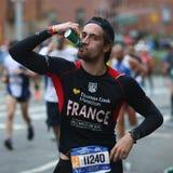 Travers 26 för New York City maratonlöpare 2 mil till och med alla fem NYC-städerna Arkivfoton