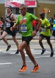 Travers 26 för New York City maratonlöpare 2 mil till och med alla fem NYC-städerna Arkivbilder