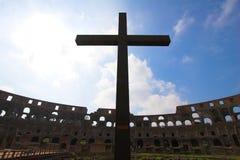 Traversa all'interno di Colosseum Fotografia Stock