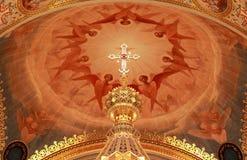 Traversa in cima all'altare all'interno della cattedrale Fotografia Stock Libera da Diritti