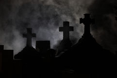 Traversa del Headstone in cimitero. Immagini Stock