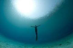 Traversa dell'operatore subacqueo Fotografie Stock